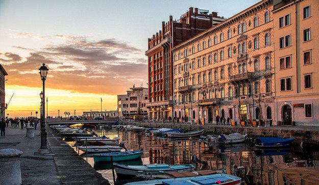 Trieste je pôvabné prístavné mesto.