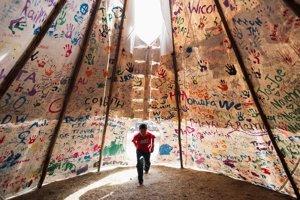 Standing Rock, symbol odporu pôvodných obyvateľov Ameriky proti spornému ropovodu Dakota Access pipeline.
