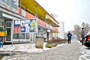 Na Bukoveckej. Naplánovaná je oprava promenádneho chodníka.