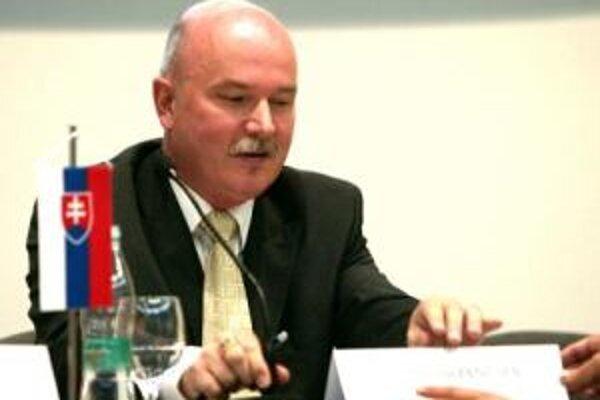 Minister výstavby Marian Janušek.
