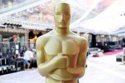 Na snímke socha Oscara v nadživotnej veľkosti.