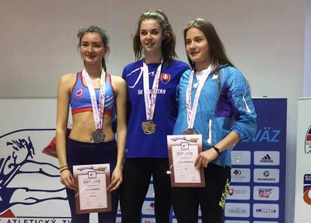 Natália Lehocká (v strede) sa rovnako tešila z troch majstrovských titulov.