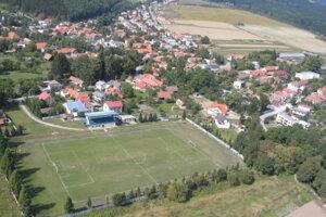V penzióne v Bystričke našli mŕtveho muža.