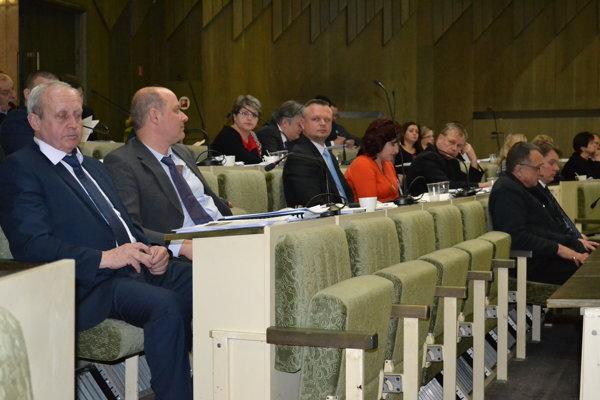 Humenskí poslanci schválili rozpočet aj úver.