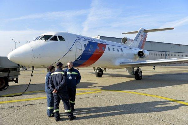 Vládny špeciál Jak-40.