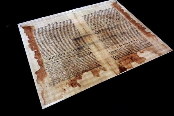 Tézy o Karlovi IV. boli poškodené požiarom aj záplavami.