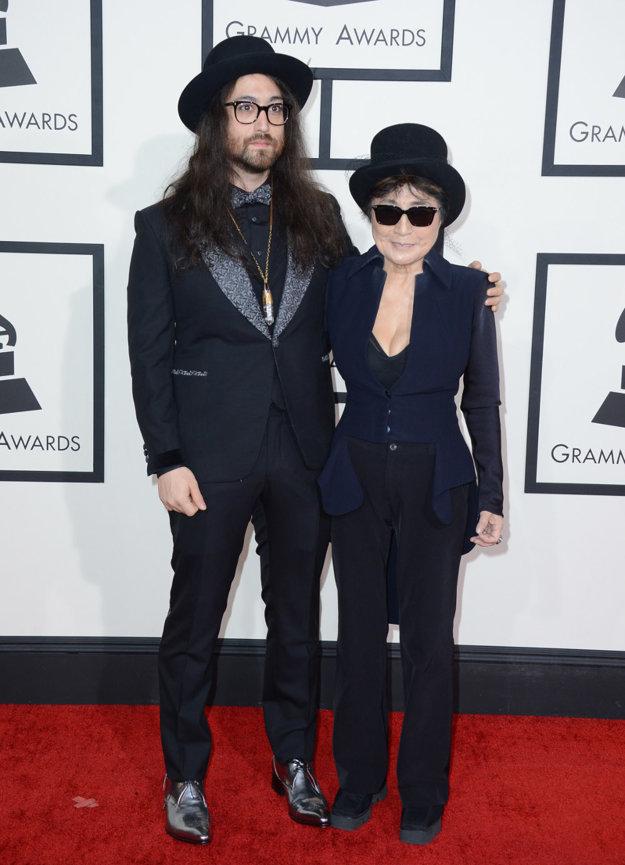 So synom Seanom Lennonom, ktorý sa na svojho otca veľmi podobá