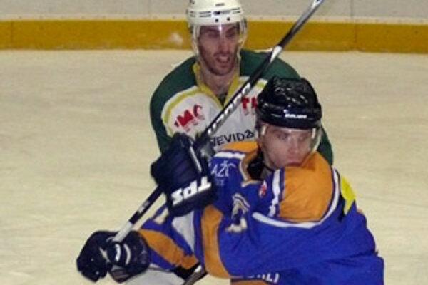 V tohtotýždňových zápasoch MŠHK  - v Dolnom Kubíne i Topoľčanoch, bol po dvoch tretinách vyrovnaný stav. Naši hokejisti však v posledných častiach ťahali za kratší koniec.