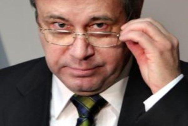 Minister školstva Ján Mikolaj na tlačovej besede.