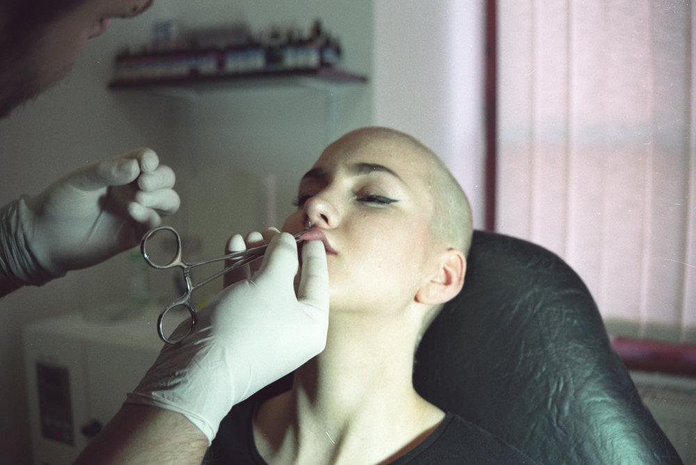Súťažná fotografia mladého Slováka nesie názov Bezbolestná krása.