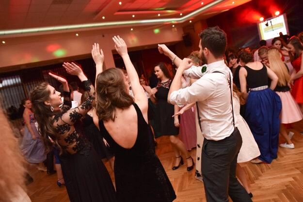 Z mládežníckeho plesu.