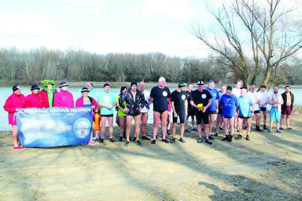 Účastníci februárového plávania.