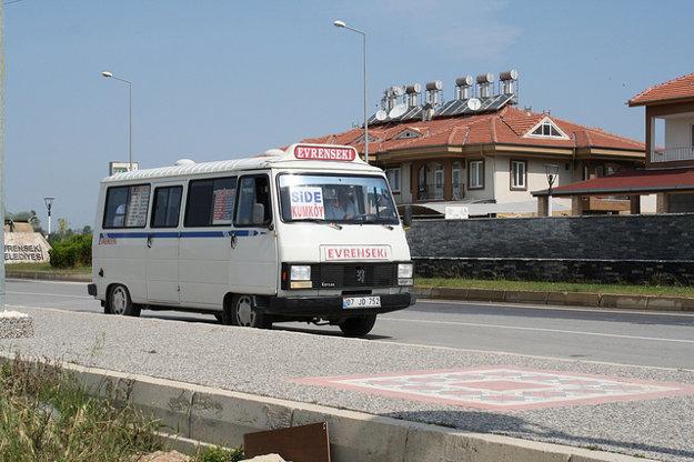 Minimus, tzv. Dolmus je pre Turecko typickým prostriedkom dopravy.