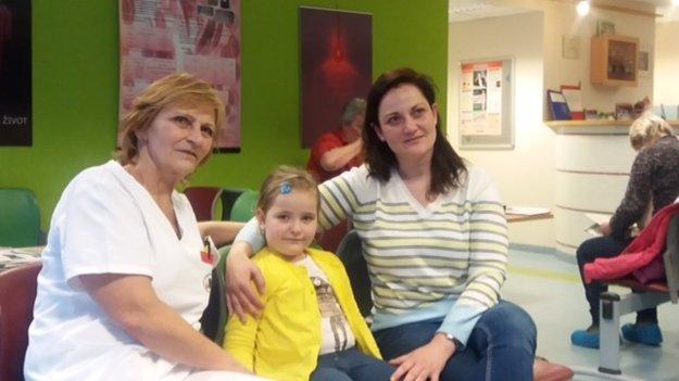 Dve generácie darcov - mama, vedúca sestra pracoviska NTS v Košiciach, Ľudmila Demeterová a dcéra Nikoleta Berková.