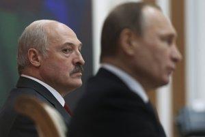 Vľavo bieloruský prezident Alexander Lukašenko.