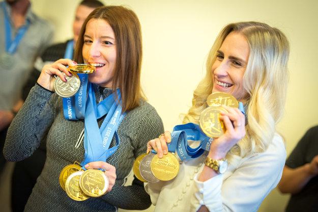 Henrieta Farkašová (vľavo) a Natália Šubrtová boli veľmi úspešné aj na nedávnych majstrovstvách sveta v talianskom Tarvisiu, kde získali päť medailí, z toho štyri zlaté.