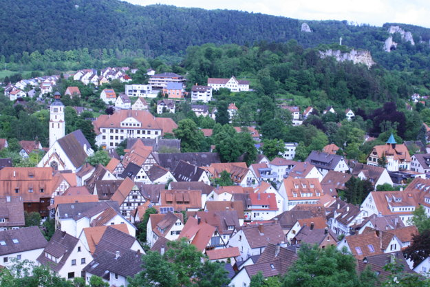 Blaubeuren je ukrytý v kopcoch uprostred bohatých lesov.