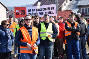 Niekoľko stoviek obyvateľov Kysúc opäť zablokovalo dopravu. Tentokrát v Kysuckom Lieskovci.