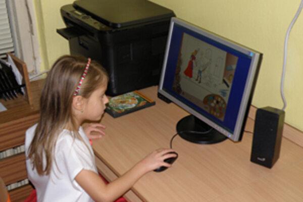 Deti majú v materskej škole k dispozícii nové moderné počítače.