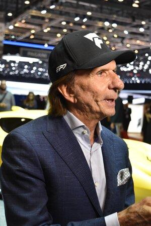 Brazílsky expretekár Emerson Fittipaldi. Fittipaldi, ktorý mal nedávno 70 rokov, je dvojnásobným majstrom sveta Formuly 1 a teraz skúša šťastie ako výrobca pretekárskych vozidiel.