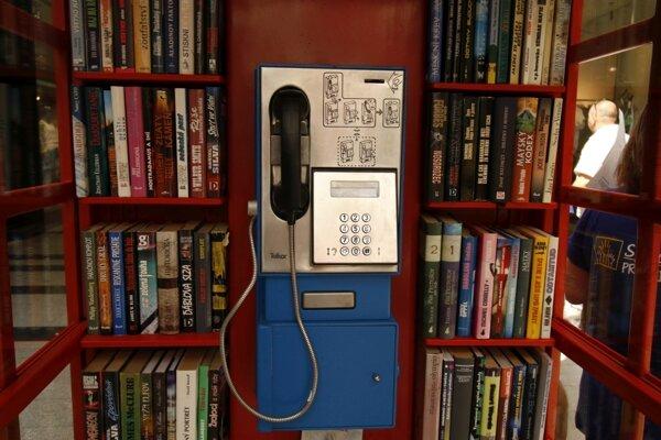 Telefónny automat slúži ako pokladnička na dobrovoľné príspevky.