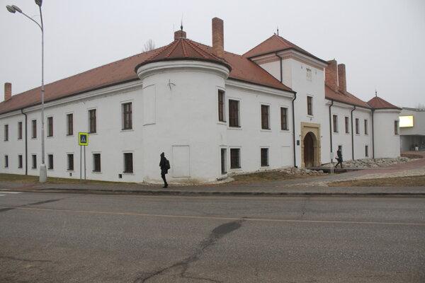 Lúpež sa stala pri renesančnom kaštieli.