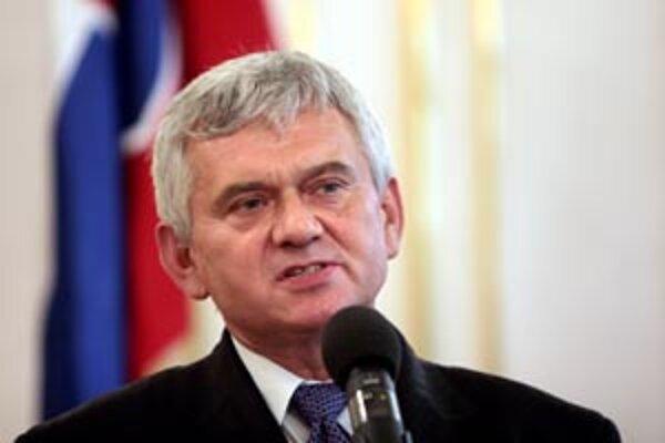 Minister Jahnátek ešte nevie, či bude medzi strategické podniky zaradená aj novácka chemička.
