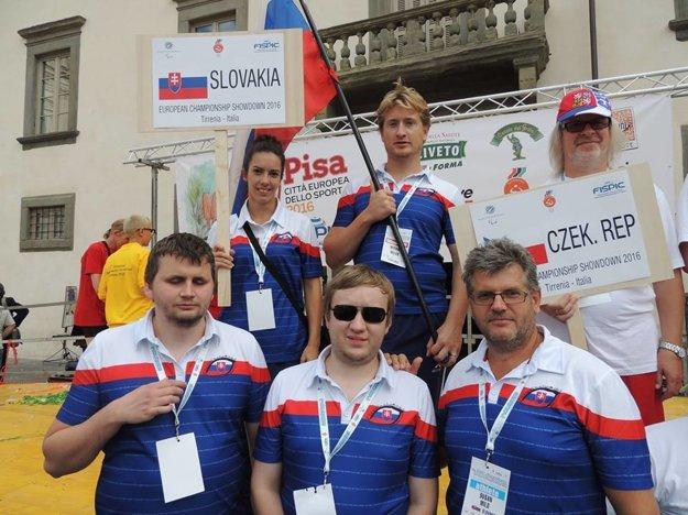 Slovenská reprezentácia v showdowne. Dušan Milo (dole vpravo).