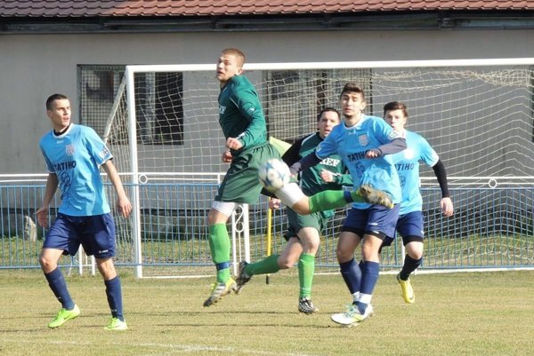 Snímka je zo zápasu 16. kola medzi Kolárovom a ČFK Nitra (1:1).