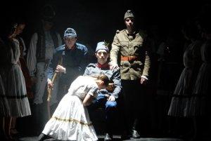 Scéna z tanečného predstavenia Zbohom, ktoré pripravil folklórny súbor Vranovčan.