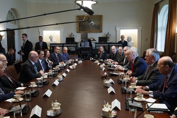 Iracký premiér Hajdar Abádí na stretnutí s americkým prezidentom Donaldom Trumpom.