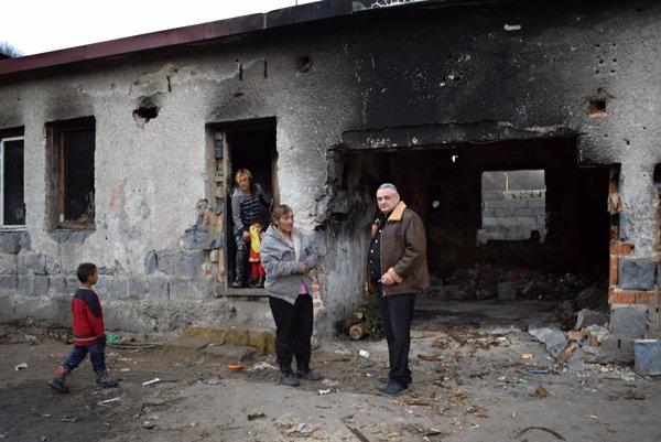 Nadežda Danková a Igor Maľar pred zhoreniskom.