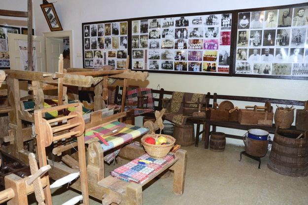 V múzeu v Dačovom Lome
