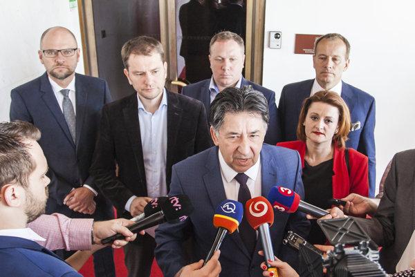 Zástupcovia opozície po rokovaní poslaneckého grémia na tému zrušenia Mečiarových amnestií.