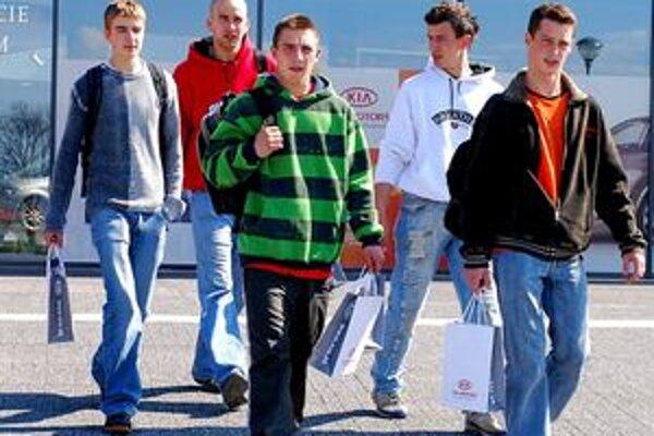 Mladým ľuďom pomôže získať pracovné návyky aj absolventská prax.