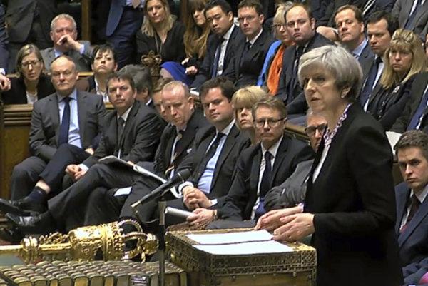 Britská premiérka Theresa Mayová počas prejavu v Dolnej snemovni britského parlamentu v Londýne 23. marca 2017.
