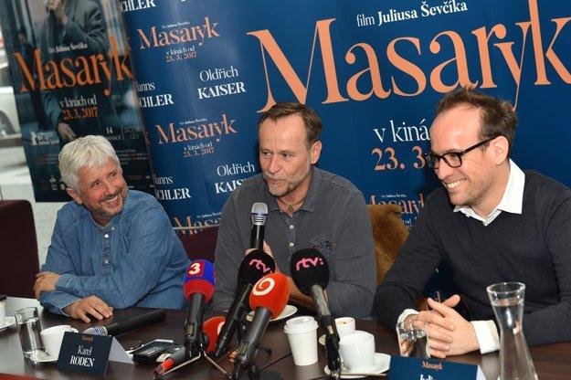 Producent Rudolf Biermann, Karel Roden (vo filme Ján Masaryk) a režisér filmu Július Ševčík.