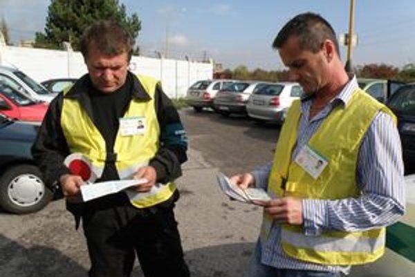 V Novákoch pomáha policajtom osem dobrovoľných strážcov poriadku.