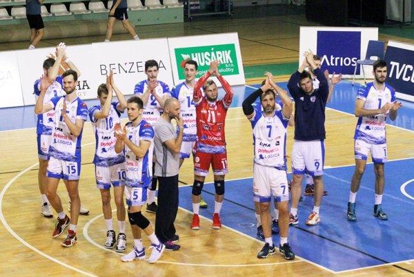 Volejbalisti Nitry majú prvý bod v semifinálovej sérii. Košice im zobrali set, ale favorit vyhral v pomere 3:1. Hrá sa na tri víťazné duely.