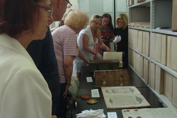 V topoľčianskom archíve je uložených množstvo klenotov. Všetky sú historicky cenné, niektoré upútajú na prvý pohľad, iné sú ukryté v jednej vete.