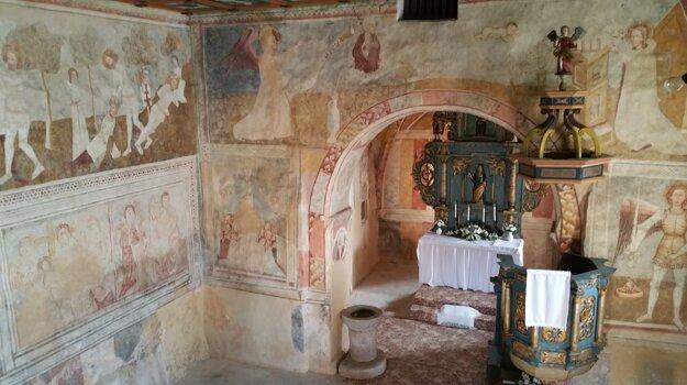 Interiér ranogotického kostola zo 14. storočia.