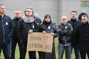 Protest proti výstavbe na ulici Pri kríži v Dúbravke.