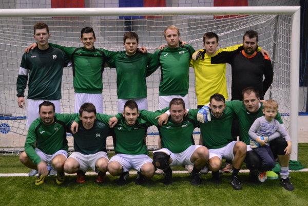 Tím FK Tatran Turzovka po tréningu v Korni.