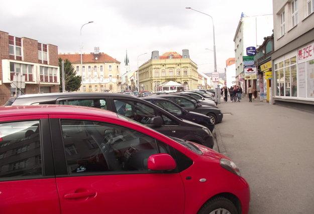 Parkovanie je spoplatnené aj na Štefánikovej triede.