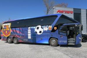 Nový prírastok na slovenských cestách – autobus FC Barcelona, model Neoplan Skyliner.