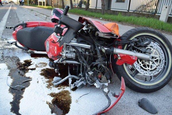 Tragicky sa víkendové nehody skončili pre dvoch motorkárov.