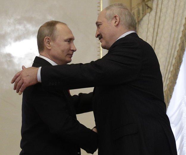 Vladimir Putin v čase výbuchu rokoval so svojím bieloruským náprotivkom Alexandrom Lukašenkom.