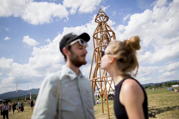 Obavy zinštalácie prvého slovenského minaretu vyvrátili návštevníci festivalu. Bozkávali sa pred ním.