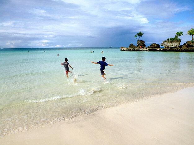 Pobrežie ostrova Boracay, Filipíny.