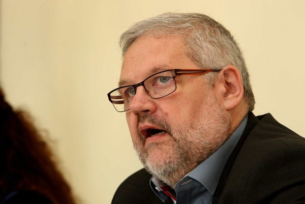 Prezidentom inštitútu sa stal Stanislav Mičev